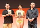 【TGS 2012】東京メトロ8駅で「スパロボOG」のポスターが!佐山彩香さんの水着姿も堪能できた「スーパーロボット大戦Card Chronicle」&イベント告知ステージ