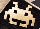 「黄金のインベーダー」「インベーダージャンボクッション」などスペースインベーダー誕生40周年を祝う記念商品を紹介