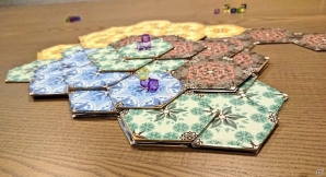 素質を高めよ、神となれ―スプーキーズオリジナルボードゲーム「HEXTA ヘクスタ」が「ゲームマーケット2018春」にて頒布決定