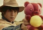 窪田正孝さんがクマを携えたガンマンに―「OVERHIT」TVCM第2弾が放映決定!アプリ先行DLも開始