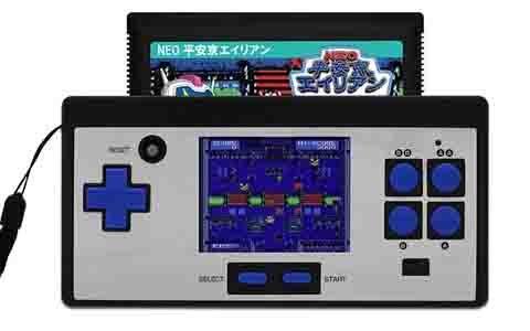 懐かしのFCゲームをコンパクト液晶で楽しめる互換機「8ビットポケット」が7月3日に発売!