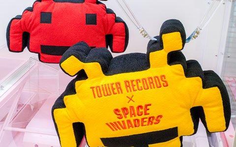 「スペースインベーダー」×「タワーレコード」コラボ記念!特大インベーダーぬいぐるみがタイトーオンラインクレーン限定で登場