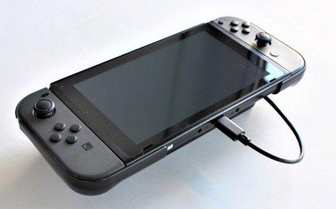 モバイルバッテリーをつなげて充電しながら遊べる「SWITCH用モバイルバッテリー収納グリップ」が発売!