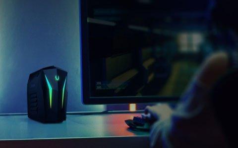 最新のグラフィックス機能を搭載し、机の上に置ける超小型のデスクトップゲーミングPC「MEK MINI」が発売