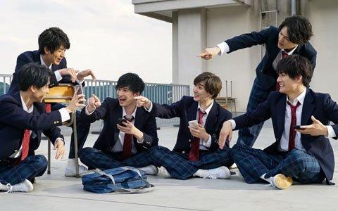 「モンスターストライク」SixTONESが黒髪&制服姿を披露!アドリブ連発でリアルな学生を熱演する新CMが7月8日より放映