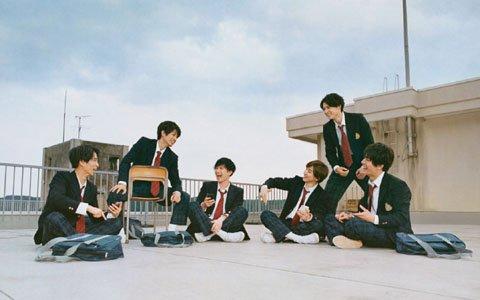 新TVCMの公開に合わせてSixTONES×「モンスト」の巨大ポスターが渋谷駅地下通路に登場!