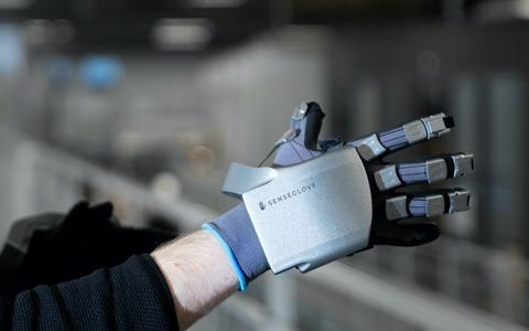 デジタル世界が体感できる!触覚・振動フィードバックVRグローブ「SenseGlove Nova」が登場